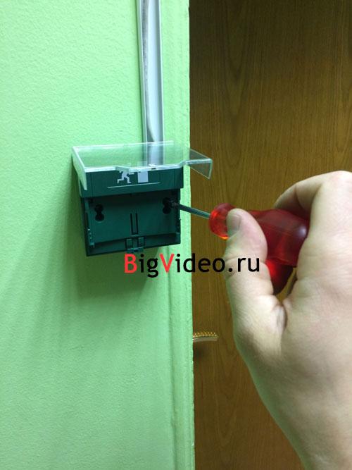 Установка кнопки разблокировки двери